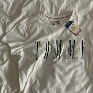 NWT Tommy Jeans graphic logo tee with neon size M